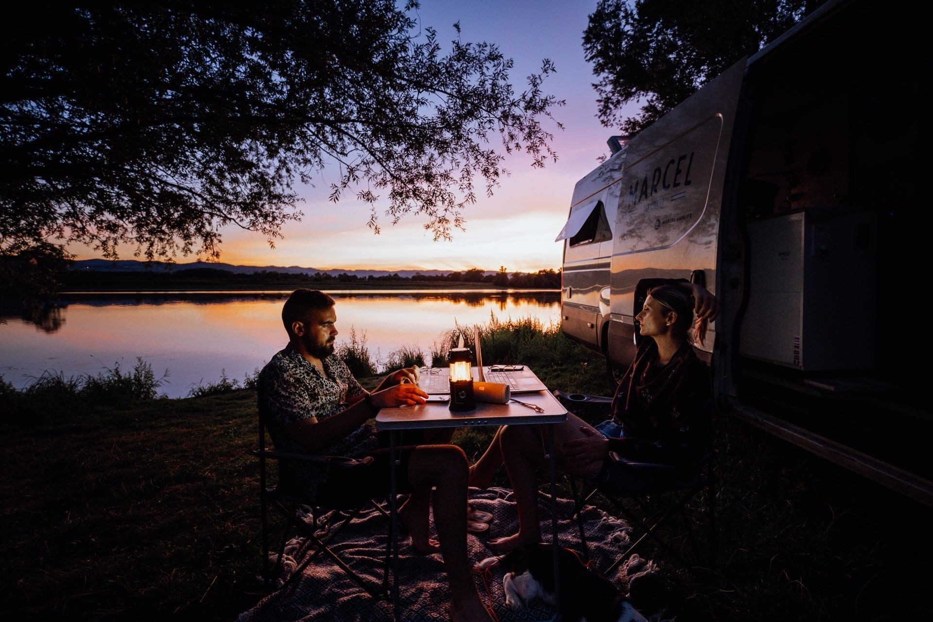 iveco-daily-van-fourgon-amenage-vanlife-roadtrip-europe-camping-sauvage