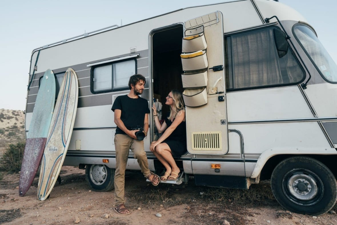 peugeot-j5-camping-car-hymer-van-fourgon-amenage-vanlife-roadtrip-europe-couple