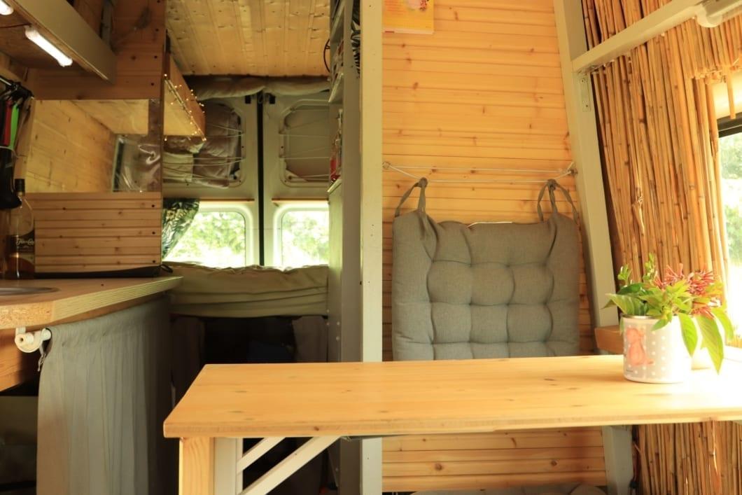 interior-ford-transit-2007-wohnmobil-van-life-expedition-3