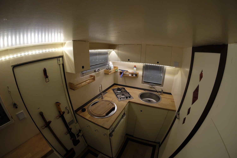 Iveco B80C80 wohnmobil expeditionsmobil reisen abenteuer interior 2-min