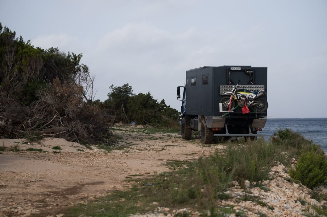 mercedes-benz-1824-ak-digitale-nomaden-expeditionsmobil-kaufen-camper-allrad-3