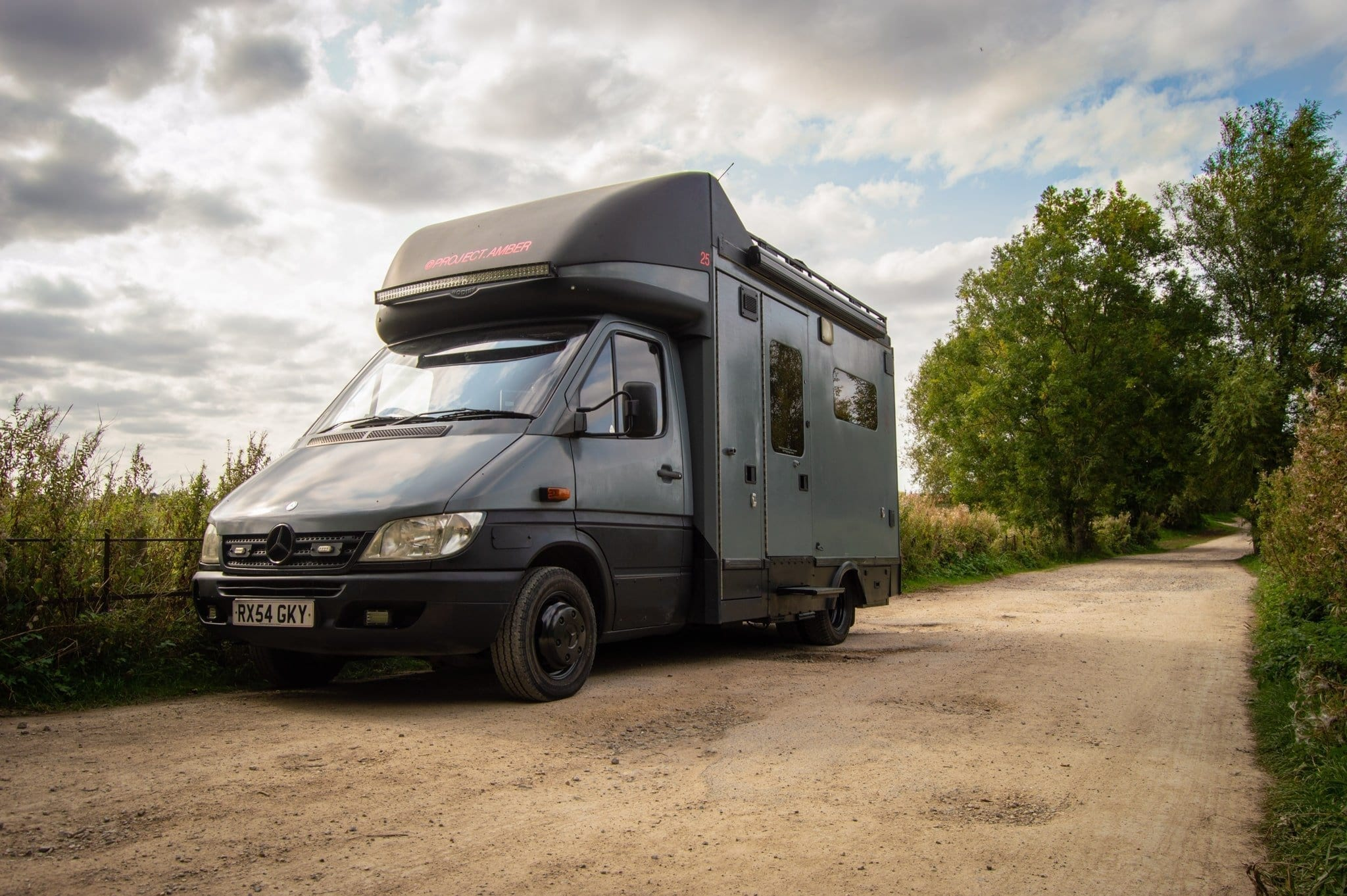 Mercedes-Benz-Sprinter-Ambulanz- Aufbau-vanlife-van-conversion-kaufen-1-min