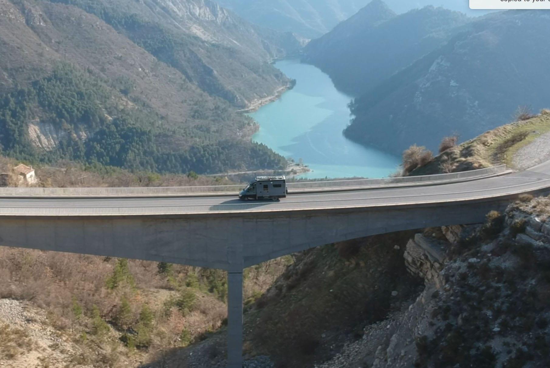 Mercedes-Benz-Sprinter-Ambulanz- Aufbau-vanlife-van-conversion-kaufen-bridge-at-verdon-min