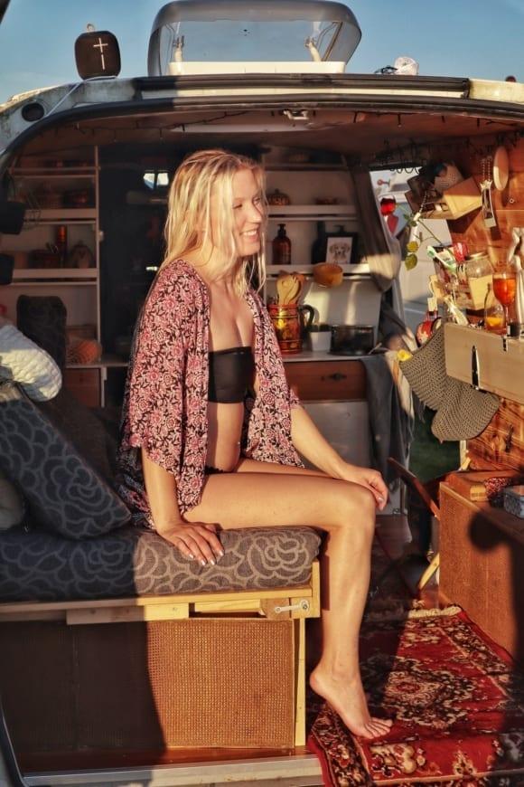 vangirl-ausbau-vanlife-vanconversion-camper-minicamper