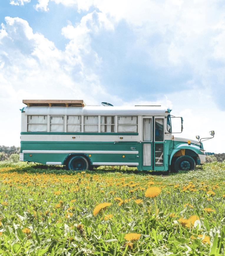 bus-scolaire-van-camion-fourgon-amenage-camping-car-international-canada-roadtrip-vanlife-pb-105-car
