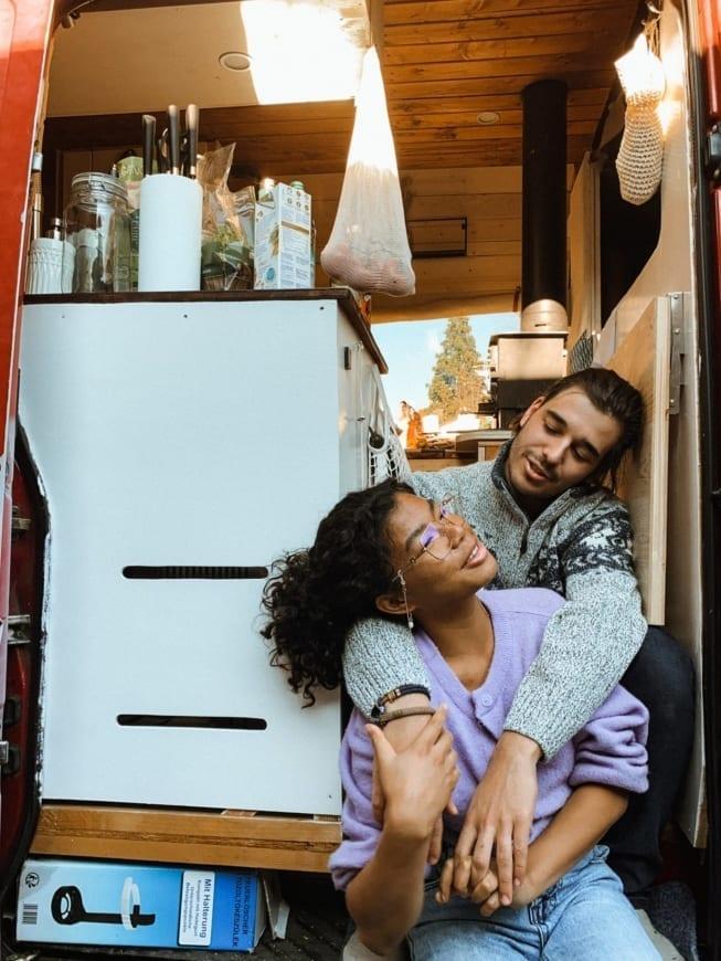 vanlife-couple-simple-life-vancouple