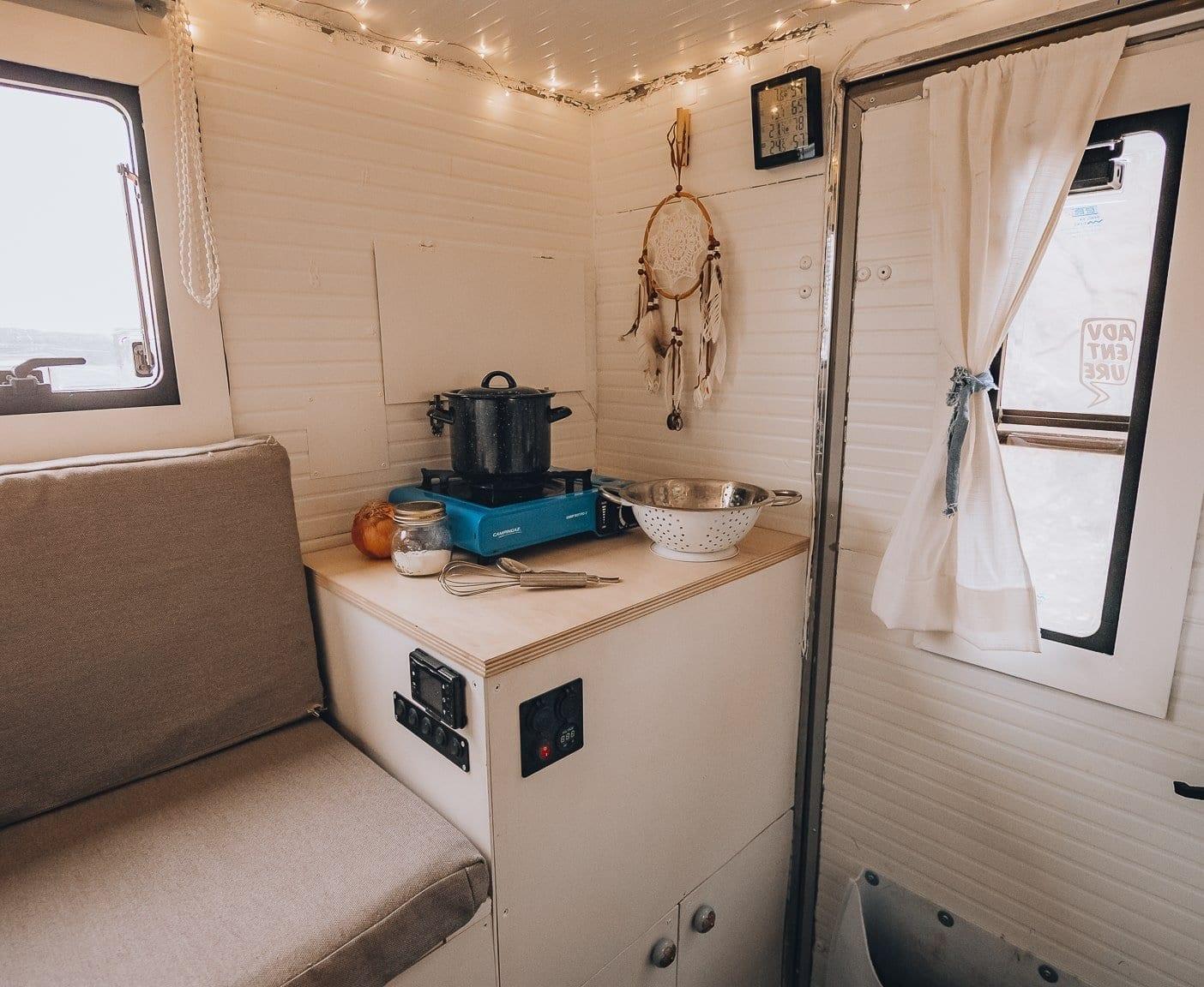 interior-camper-pickup-vanlife-kaufen-ausbau-3