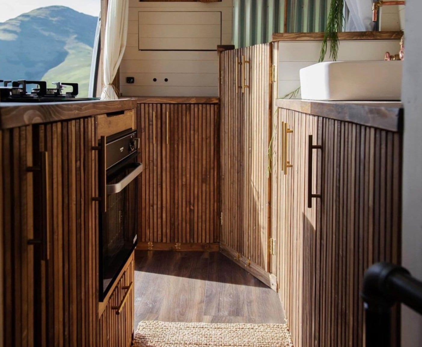 wohnmobil-kueche-selber-bauen-wohnwagen-ikea-kuechenmodule-camper-gebraucht-kaufen-minikueche-einrichten-kuechenblock-kuechenausstattung